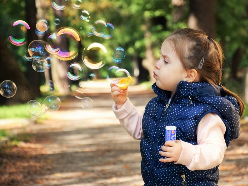 Brug en sansegynge til at berolige dit barn